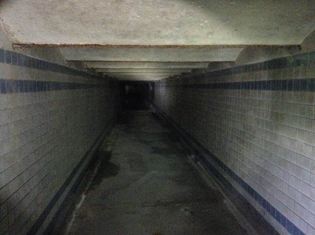 Tunnel continuing south to Arch Street.